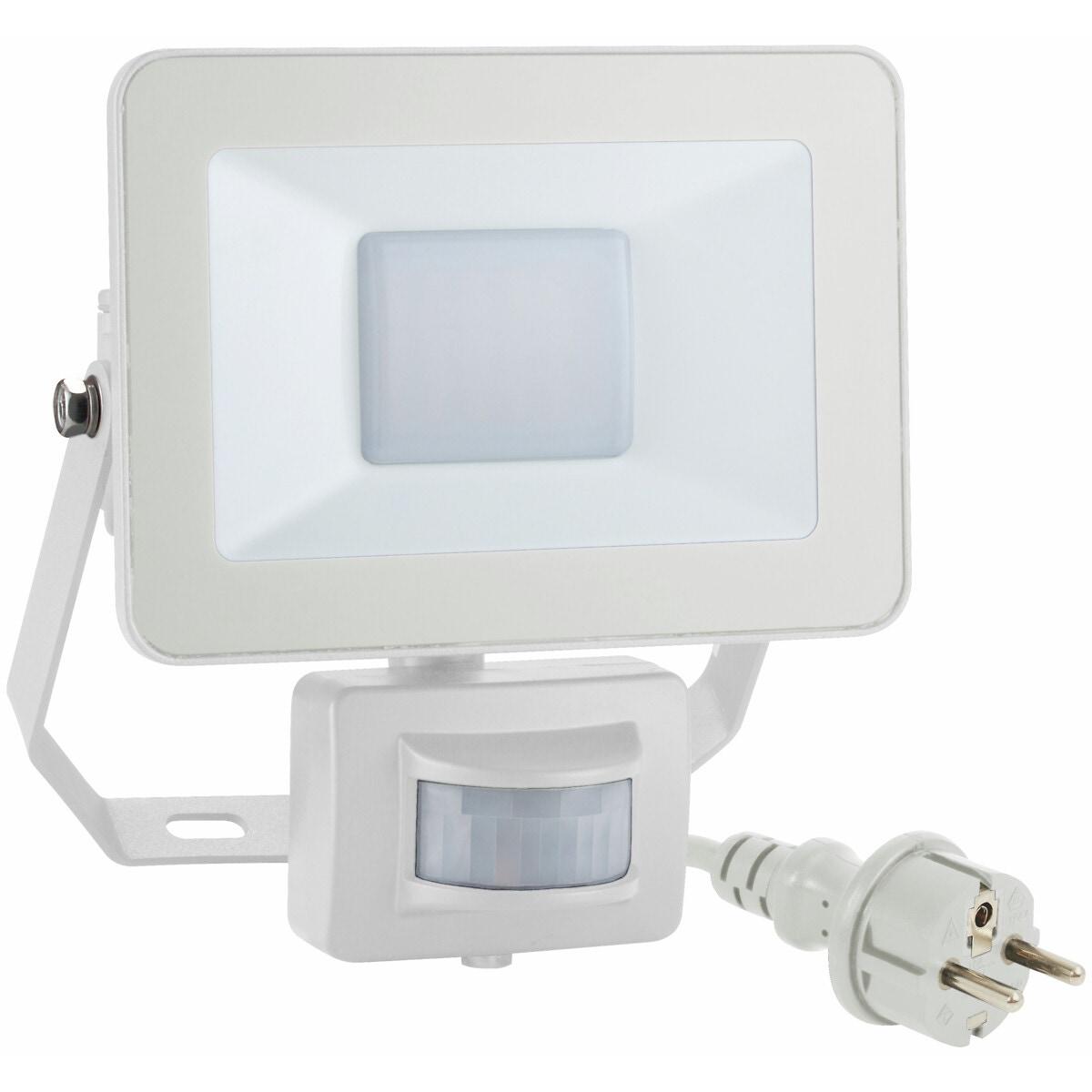 LED-valonheitin liiketunnistimella ja kaukosäädöllä